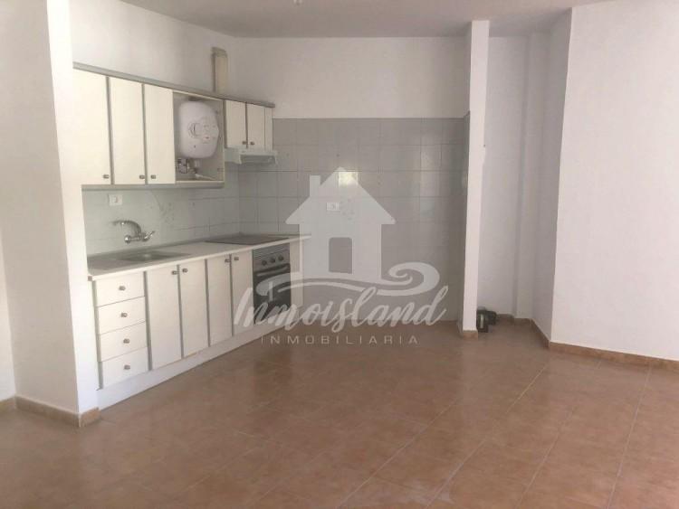 3 Bed  Flat / Apartment for Sale, Granadilla, Santa Cruz de Tenerife, Tenerife - IN-333 1