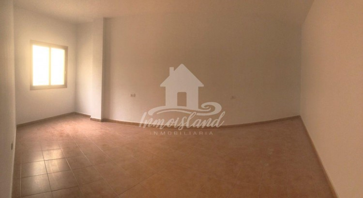 3 Bed  Flat / Apartment for Sale, Granadilla, Santa Cruz de Tenerife, Tenerife - IN-333 2