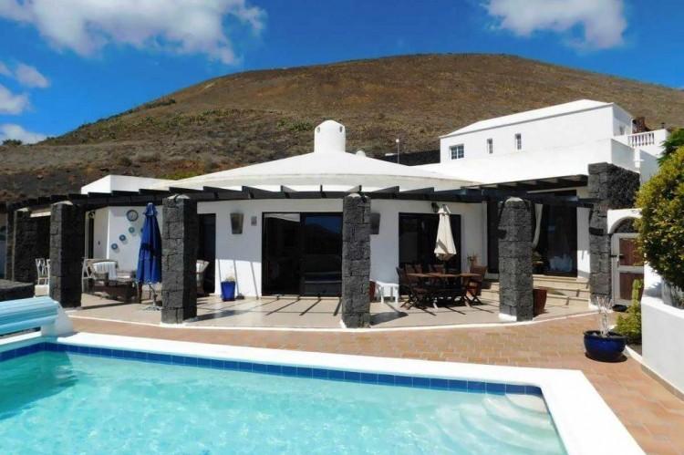 3 Bed  Villa/House for Sale, Conil, Lanzarote - LA-LA886s 1
