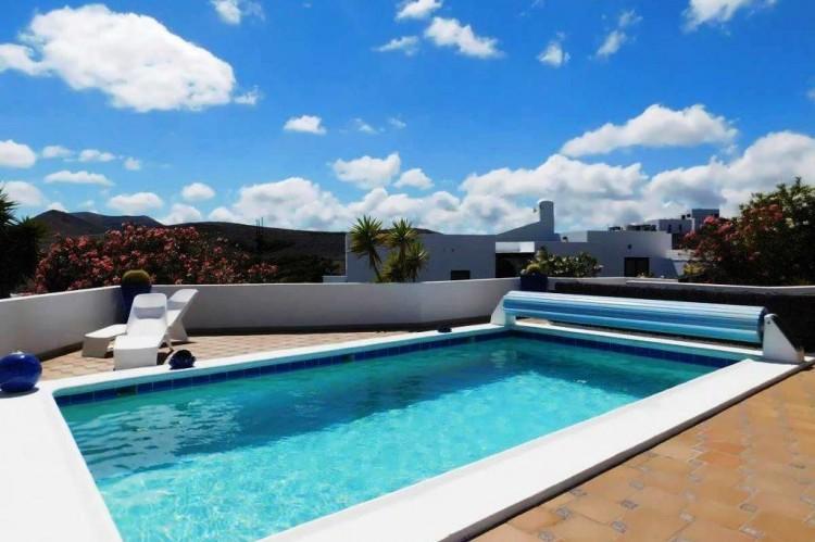 3 Bed  Villa/House for Sale, Conil, Lanzarote - LA-LA886s 2