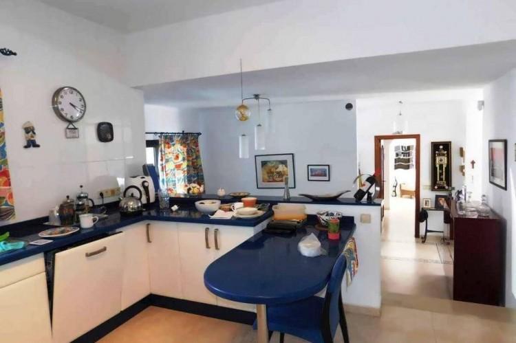 3 Bed  Villa/House for Sale, Conil, Lanzarote - LA-LA886s 6