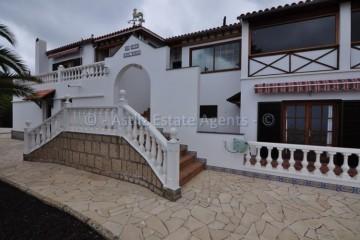 4 Bed  Villa/House for Sale, Arona, Tenerife - AZ-1369