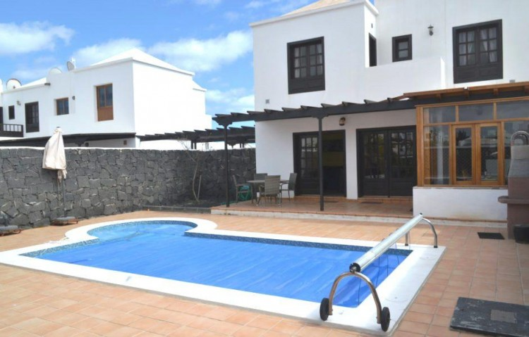 2 Bed  Villa/House for Sale, Playa Blanca, Lanzarote - LA-LA899s 1