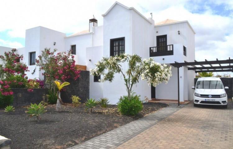 2 Bed  Villa/House for Sale, Playa Blanca, Lanzarote - LA-LA899s 2
