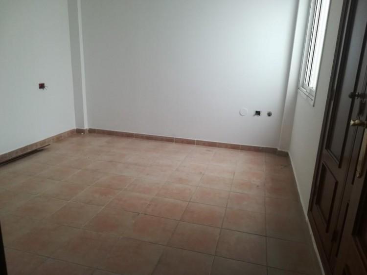 2 Bed  Flat / Apartment for Sale, San Isidro, Santa Cruz de Tenerife, Tenerife - IN-402 3