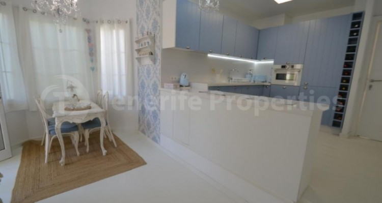 2 Bed  Flat / Apartment for Sale, Playa Fañabe, Tenerife - TP-14856 8