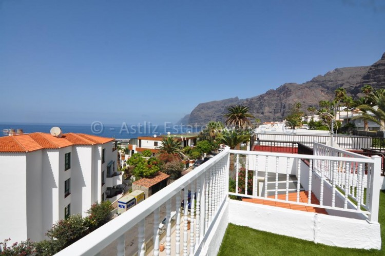 3 Bed  Flat / Apartment for Sale, Los Gigantes, Santiago Del Teide, Tenerife - AZ-1392 1