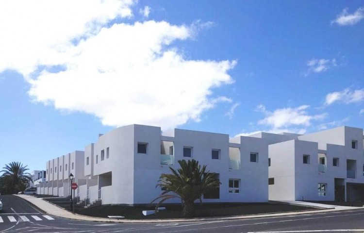 3 Bed  Villa/House for Sale, Costa Teguise, Lanzarote - LA-LA914s 2