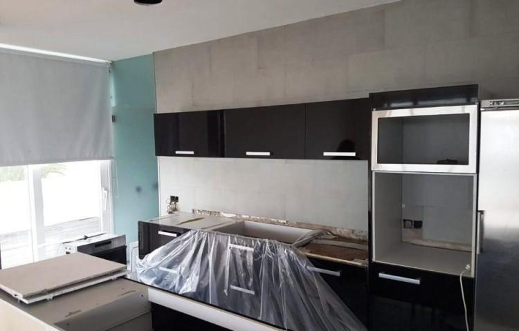 2 Bed  Flat / Apartment for Sale, Arrecife, Lanzarote - LA-LA915s 4