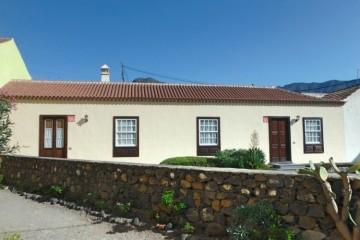 2 Bed  Villa/House for Sale, In the urban area, El Paso, La Palma - LP-E635