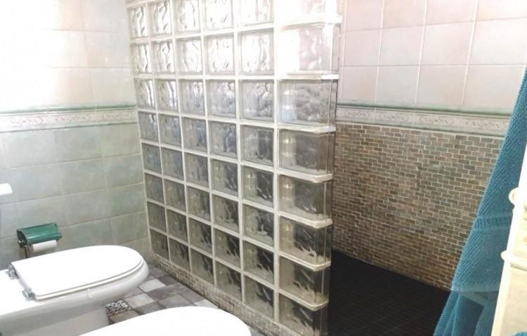 2 Bed  Flat / Apartment for Sale, Puerto Del Carmen, Lanzarote - LA-LA924s 9