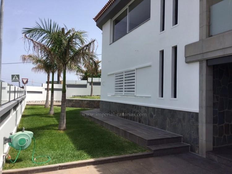 5 Bed  Villa/House for Sale, La Laguna, Tenerife - IC-VCH10454 1