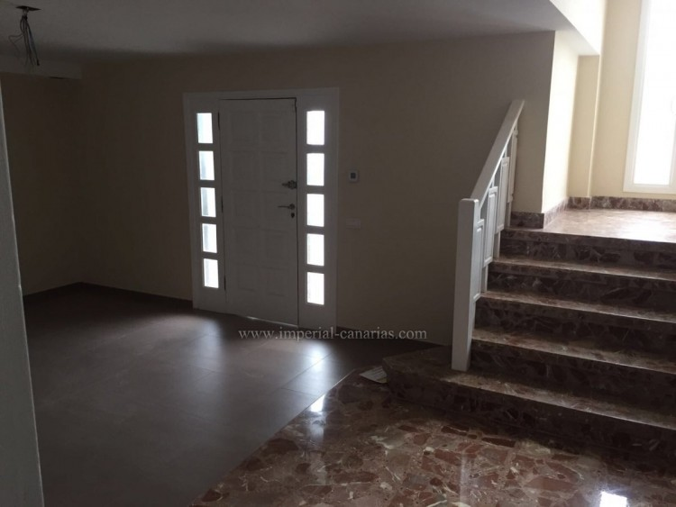 5 Bed  Villa/House for Sale, La Laguna, Tenerife - IC-VCH10454 2