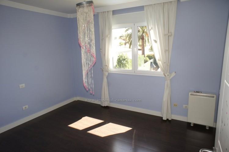 5 Bed  Villa/House for Sale, La Orotava, Tenerife - IC-VCH10444 11