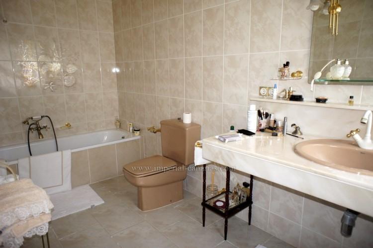 2 Bed  Villa/House to Rent, Santa Ursula, Tenerife - IC-ACH10437 11