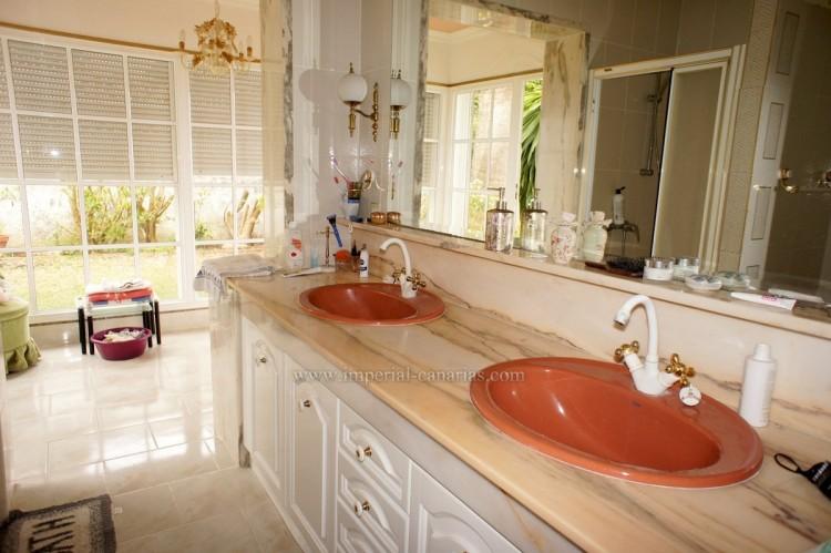 2 Bed  Villa/House to Rent, Santa Ursula, Tenerife - IC-ACH10437 8