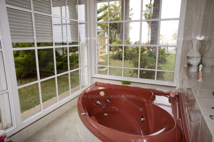 2 Bed  Villa/House to Rent, Santa Ursula, Tenerife - IC-ACH10437 9