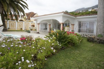 2 Bed  Villa/House to Rent, Santa Ursula, Tenerife - IC-ACH10437
