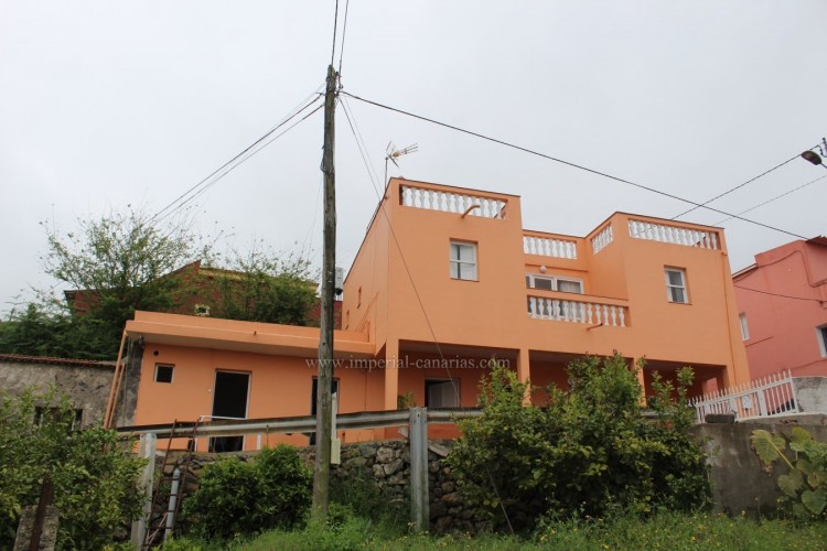 4 Bed  Villa/House for Sale, Los Realejos, Tenerife - IC-VCH10432 1