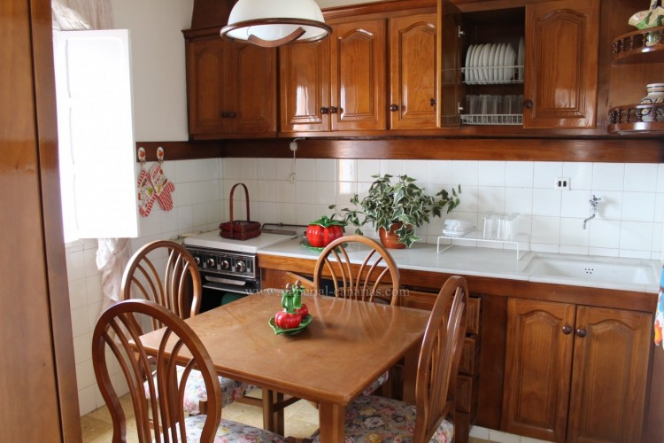 4 Bed  Villa/House for Sale, Los Realejos, Tenerife - IC-VCH10432 6