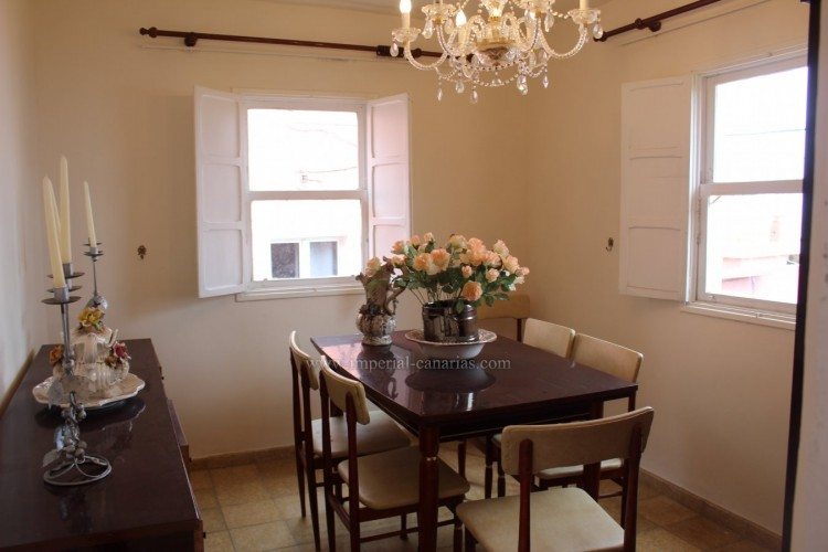 4 Bed  Villa/House for Sale, Los Realejos, Tenerife - IC-VCH10432 7