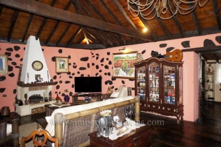 4 Bed  Villa/House for Sale, Los Realejos, Tenerife - IC-VCH10341 4