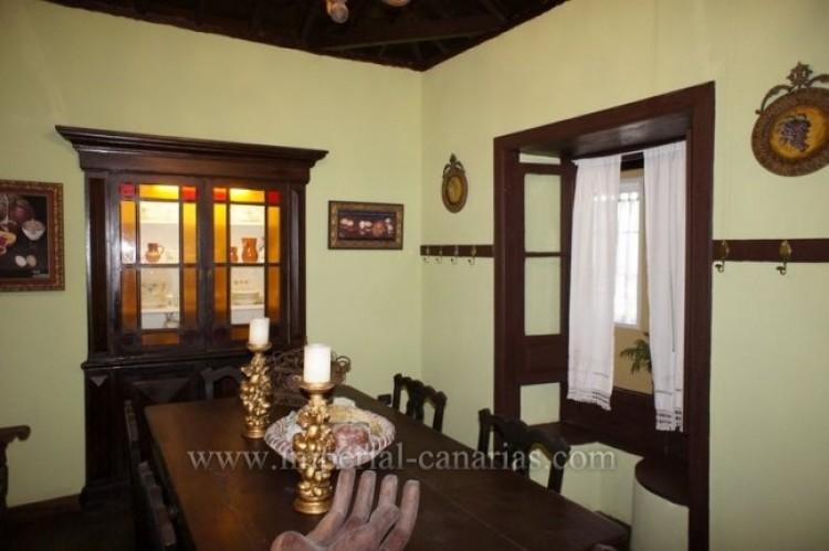 4 Bed  Villa/House for Sale, Los Realejos, Tenerife - IC-VCH10341 5