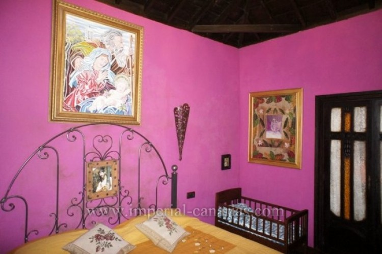 4 Bed  Villa/House for Sale, Los Realejos, Tenerife - IC-VCH10341 7