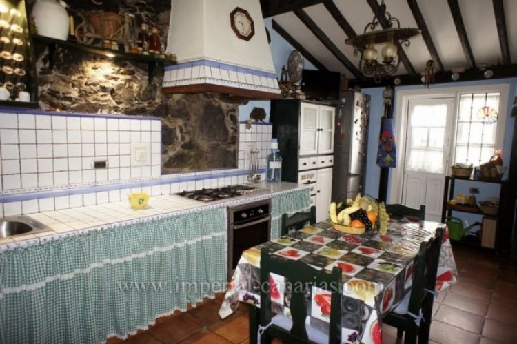 4 Bed  Villa/House for Sale, Los Realejos, Tenerife - IC-VCH10341 9