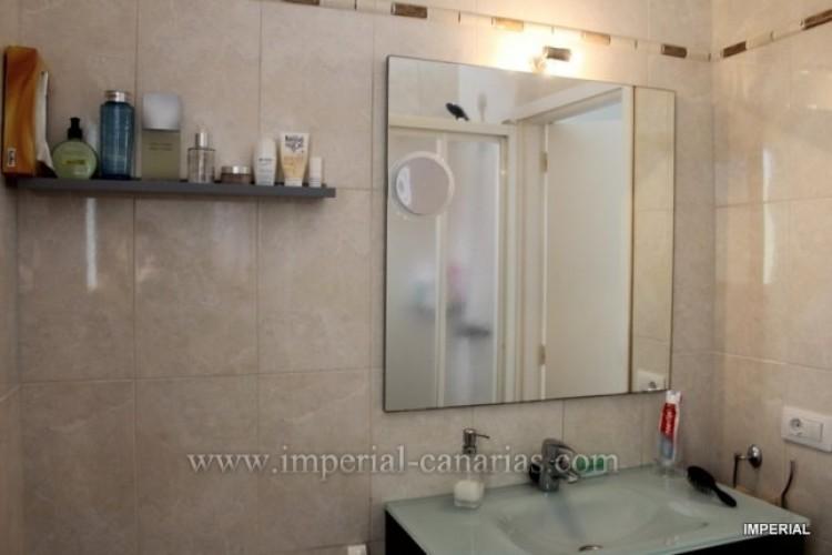2 Bed  Flat / Apartment for Sale, Puerto de la Cruz, Tenerife - IC-VAT10278 5