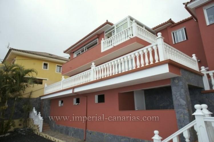 3 Bed  Villa/House for Sale, Santa Ursula, Tenerife - IC-VCH10234 1