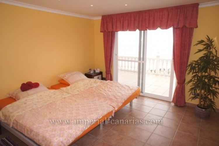 3 Bed  Villa/House for Sale, Santa Ursula, Tenerife - IC-VCH10234 12
