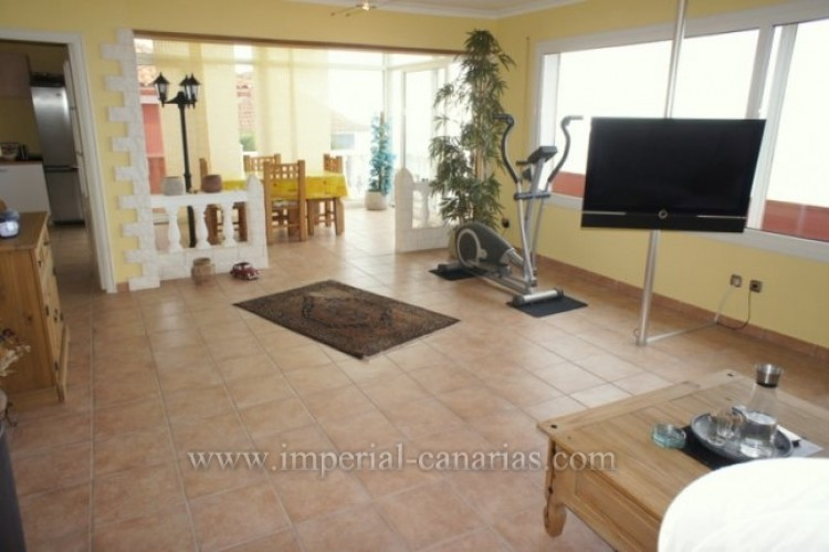 3 Bed  Villa/House for Sale, Santa Ursula, Tenerife - IC-VCH10234 6