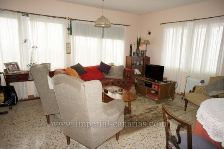4 Bed  Villa/House for Sale, Santa Ursula, Tenerife - IC-VCH10206 2