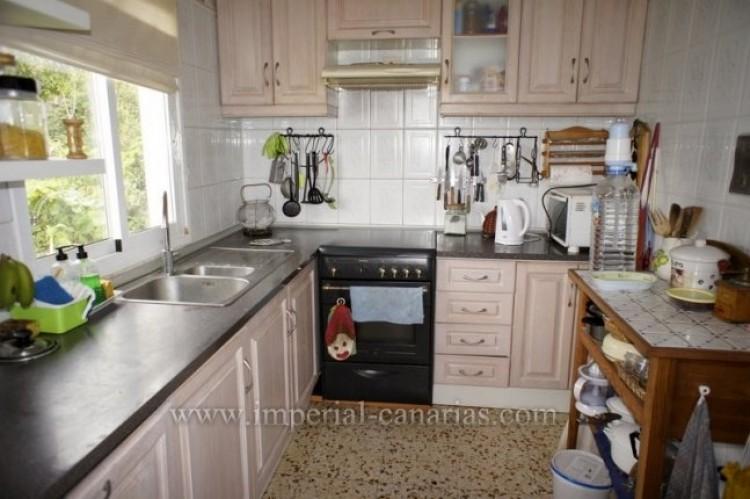 4 Bed  Villa/House for Sale, Santa Ursula, Tenerife - IC-VCH10206 6