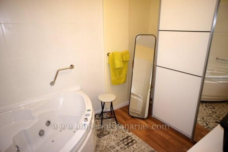 2 Bed  Flat / Apartment for Sale, Puerto de la Cruz, Tenerife - IC-VPI10079 10