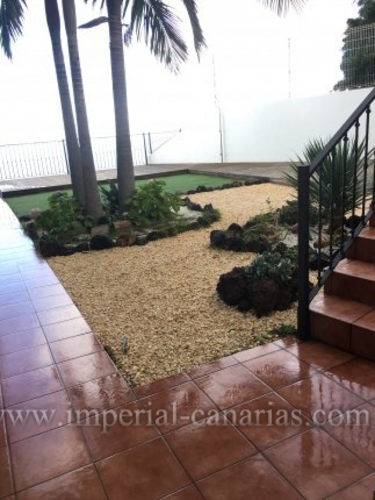 4 Bed  Villa/House for Sale, Santa Ursula, Tenerife - IC-VAD9921 1