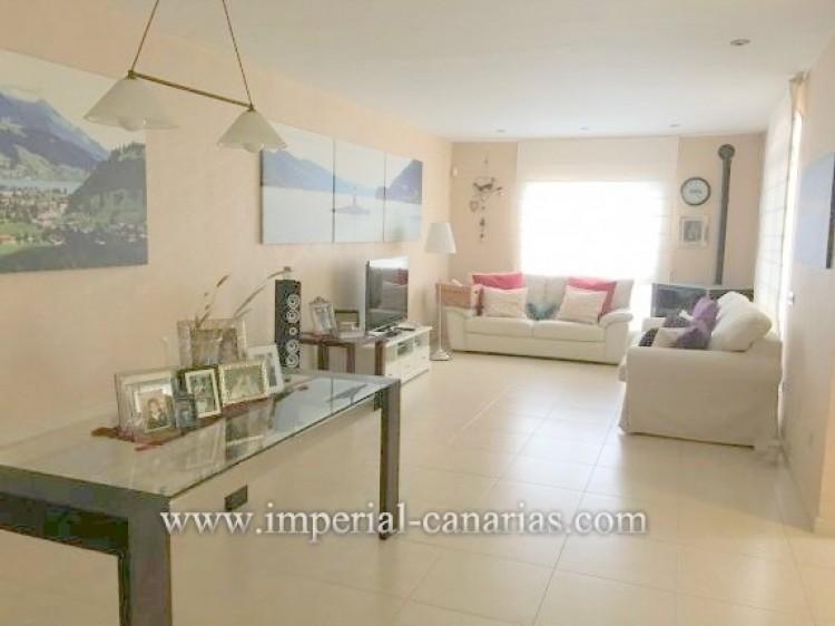 4 Bed  Villa/House for Sale, Santa Ursula, Tenerife - IC-VAD9921 4