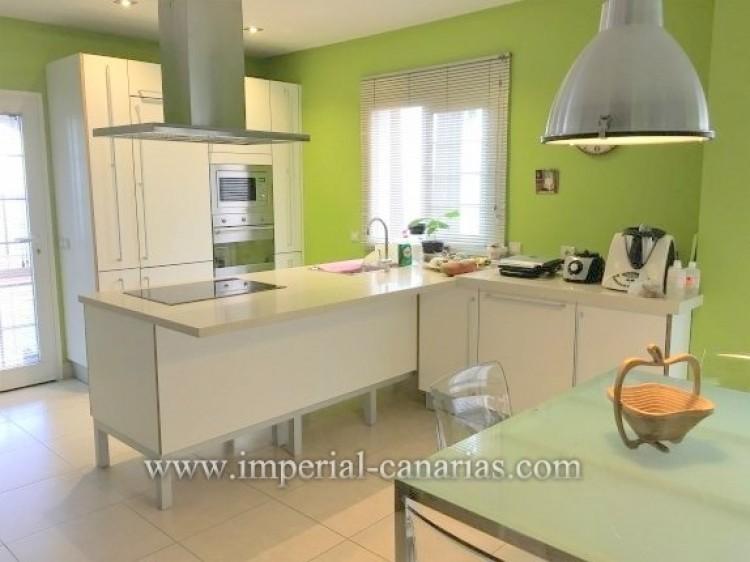4 Bed  Villa/House for Sale, Santa Ursula, Tenerife - IC-VAD9921 6