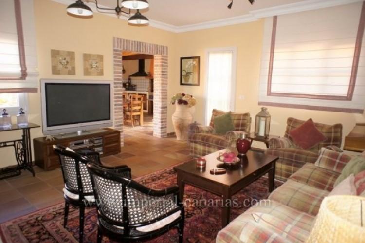 5 Bed  Villa/House for Sale, La Orotava, Tenerife - IC-VCH9897 10