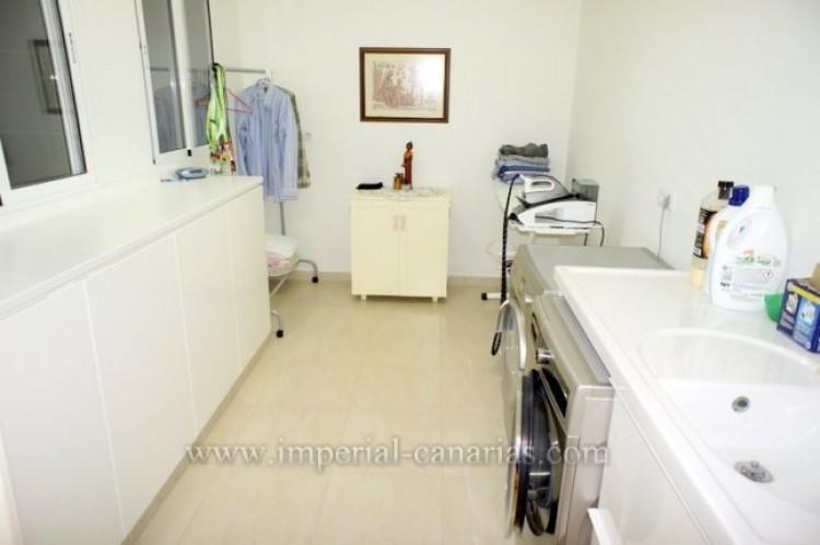 4 Bed  Villa/House for Sale, Puerto de la Cruz, Tenerife - IC-VAD9851 11