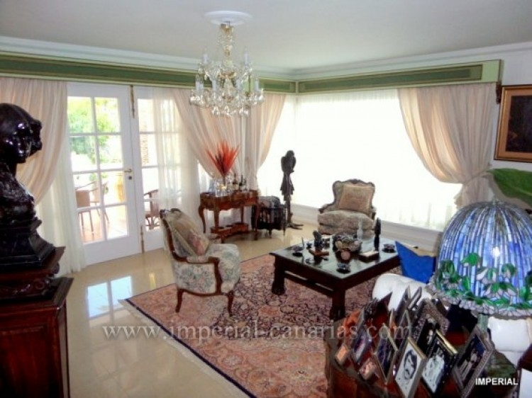 5 Bed  Villa/House for Sale, Santa Ursula, Tenerife - IC-VCH9782 2