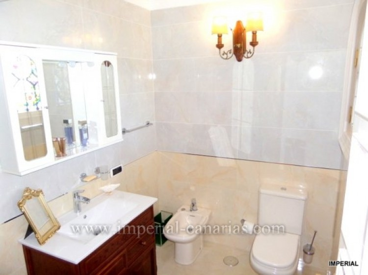 5 Bed  Villa/House for Sale, Santa Ursula, Tenerife - IC-VCH9782 4