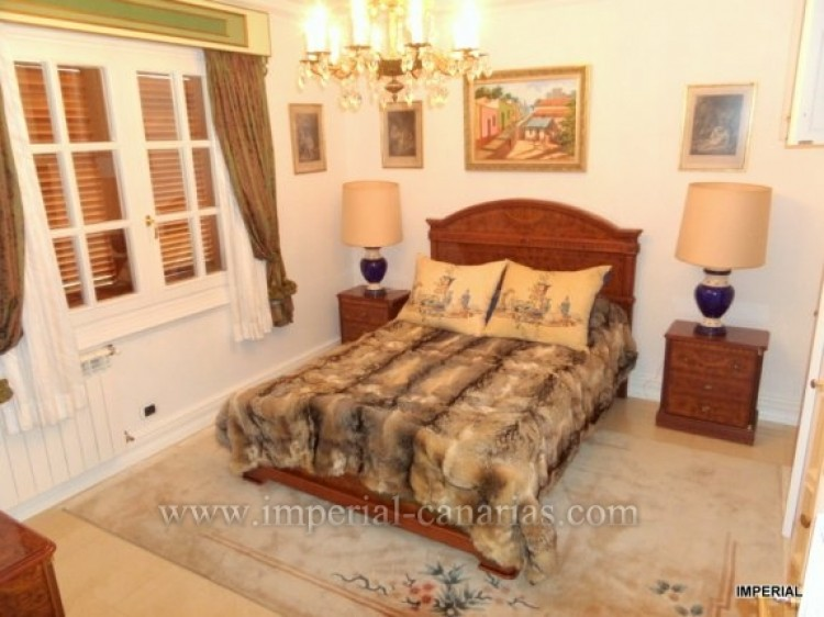 5 Bed  Villa/House for Sale, Santa Ursula, Tenerife - IC-VCH9782 5