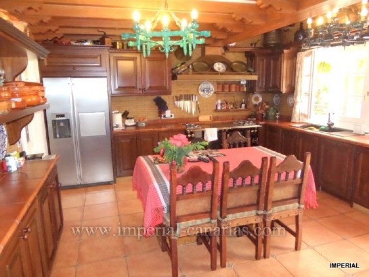 5 Bed  Villa/House for Sale, Santa Ursula, Tenerife - IC-VCH9782 6