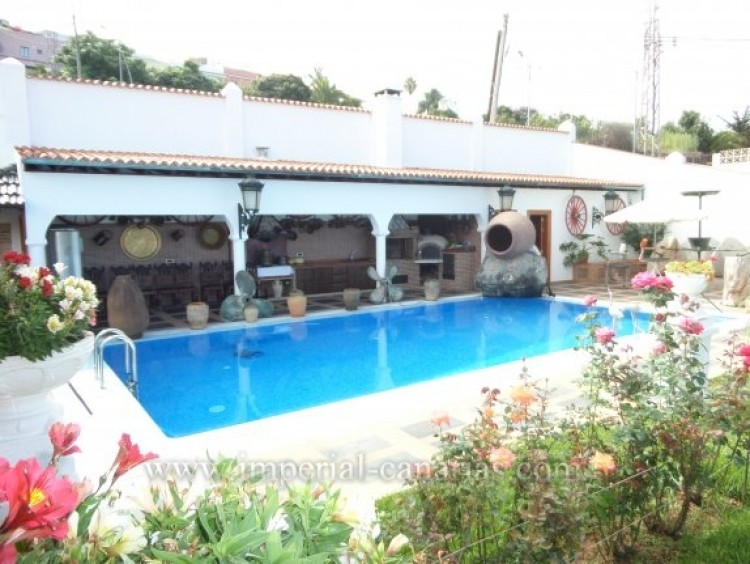 5 Bed  Villa/House for Sale, Santa Ursula, Tenerife - IC-VCH9782 8