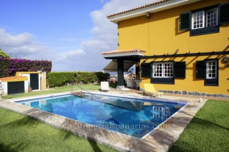 5 Bed  Villa/House for Sale, Puerto de la Cruz, Tenerife - IC-VCH9501 1