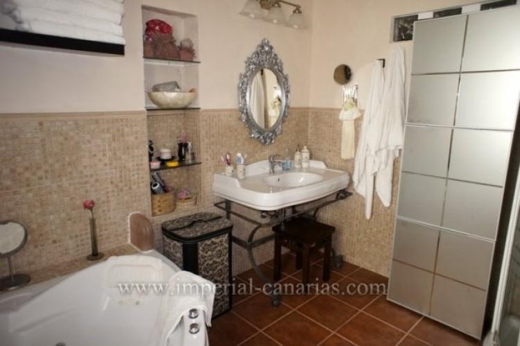 4 Bed  Villa/House for Sale, La Victoria, Tenerife - IC-VCH9487 11