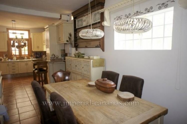 4 Bed  Villa/House for Sale, La Victoria, Tenerife - IC-VCH9487 2