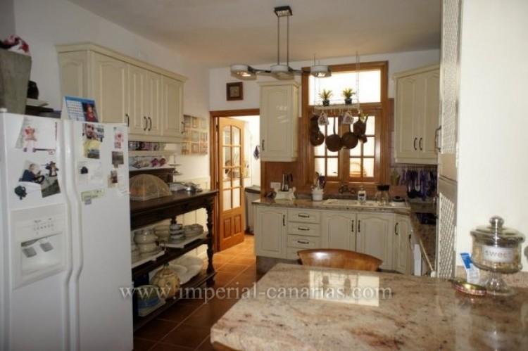 4 Bed  Villa/House for Sale, La Victoria, Tenerife - IC-VCH9487 3